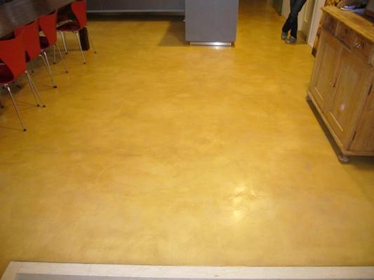 Pavimento in pastellone pigmentato giallo dell'azienda Di.Co Bioedilizia