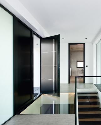 Internorm - portoncino d'ingresso in legno-alluminio ht400