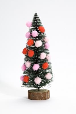 Albero di Natale artificiale addobbato con palloncini