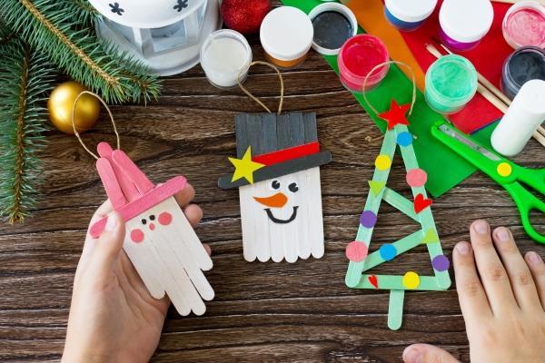 Decorazioni natalizie con bastoncini in legno da ghiaccioli