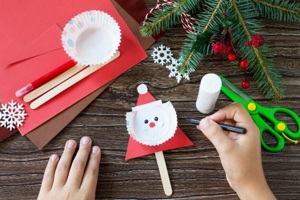 Lavoretti di Natale con cartoncino e legnetti
