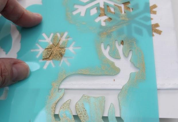 Tovaglioli decorati a mano, da julieblanner.com