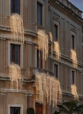 Cascate di luci al balcone per Natale by Fiori di Loto