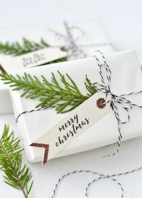 Pacchetti regalo con rametti, da greenmangomore.com