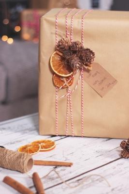Addobbi naturali per doni natalizi, da zoella.co.uk