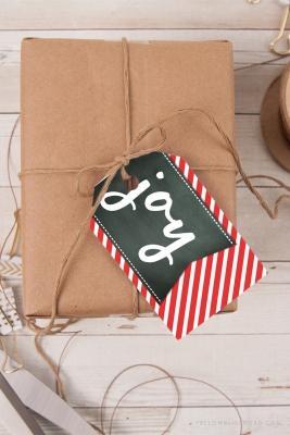 Pacchetti regalo di Natale fai da te, da yellowblissroad.com