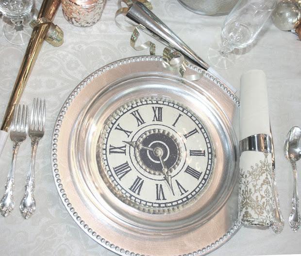 Tavola di Capodanno con orologi, da ciaonewportbeach.blogspot.it