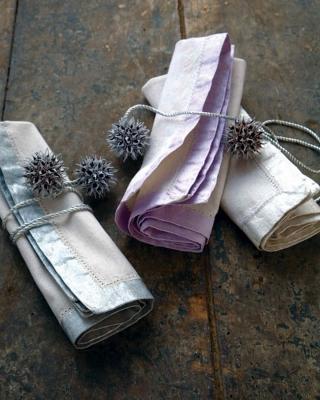 Tovaglioli decorati per il cenone, da marthastewart.com