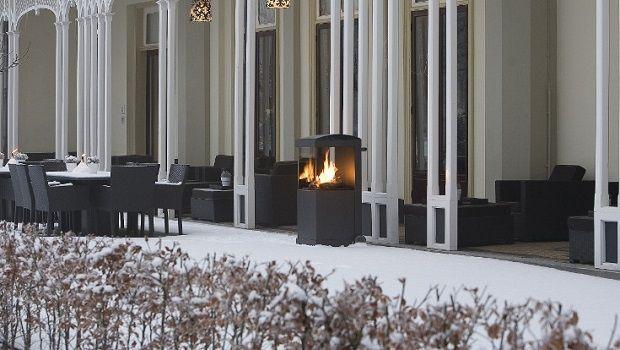 Camini da esterno per arredare e riscaldare l'atmosfera in giardino