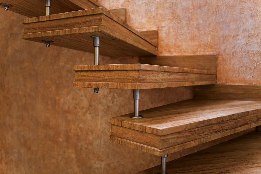 Scala in cemento armato rivestita in gres effetto legno - Fargione