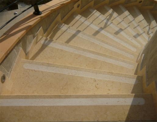 Gradini pietra per scale esterne prezzi for Scale esterne in marmo