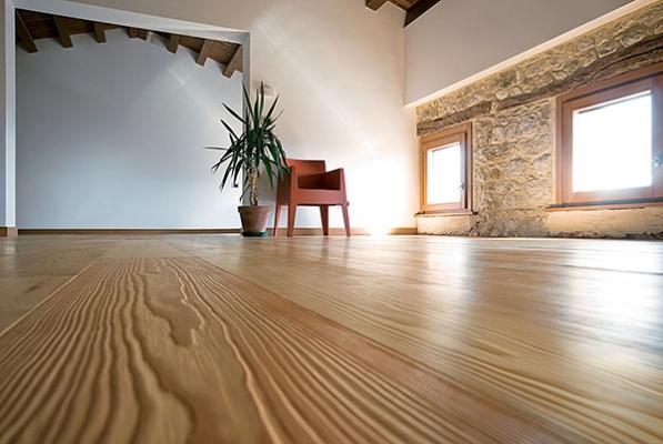 Pavimenti in legno o gres porcellanato in finto legno for Pavimenti case moderne