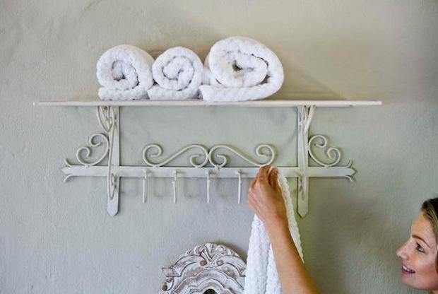 Tante idee per sistemare gli asciugamani in bagno - Attaccapanni bagno ...