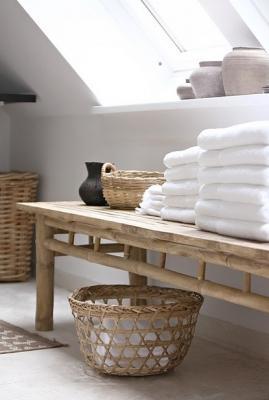 Panca in bagno per riporre gli asciugamani, da bagnidalmondo.com