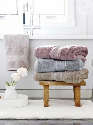 Tante idee per sistemare gli asciugamani in bagno - Asciugamani bagno firmati ...