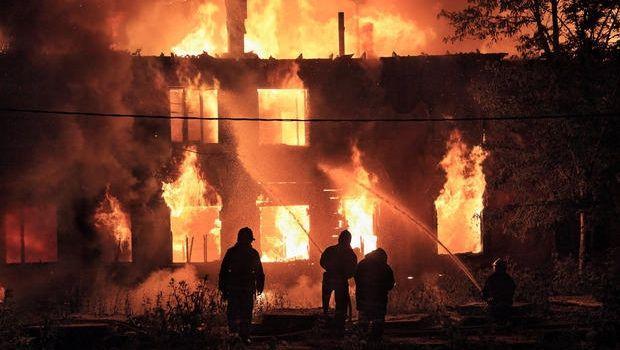 Compartimentazione antincendio degli edifici con porte tagliafuoco