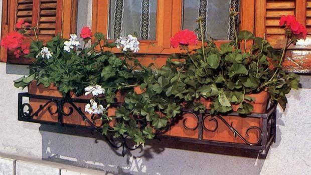 Costruire una fioriera da finestra in ferro - Costruire una finestra ...