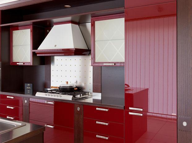 Tendenza colore rosso per divani e accessori