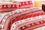 Letto in rosso con telerie tirolesi Bonprix