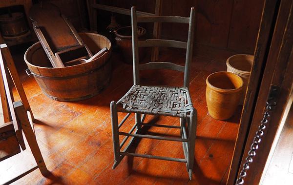 Tipici esempi di mobili vecchi in stile rustico