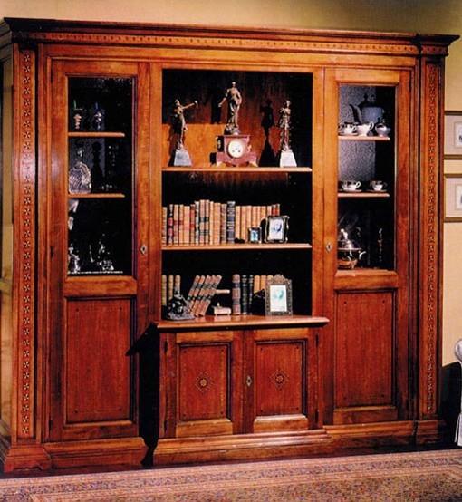 Mobile in stile: libreria intarsiata di noce di Chiaramonte Renzo