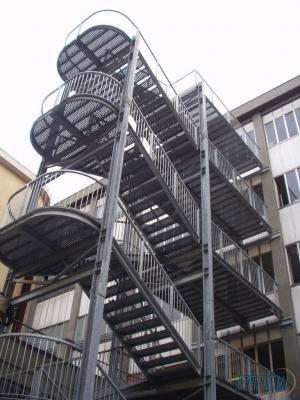Scala di sicurezza esterna a due rampe di Effevi