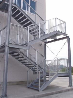 Scala di sicurezza prefabbricata in elementi metallici di O&T
