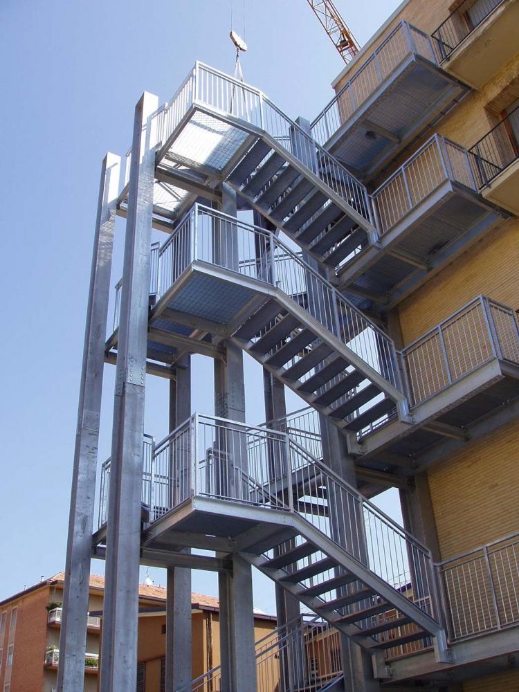 Foto scale di sicurezza in ferro caratteristiche e collocazione - Scale di ferro ...
