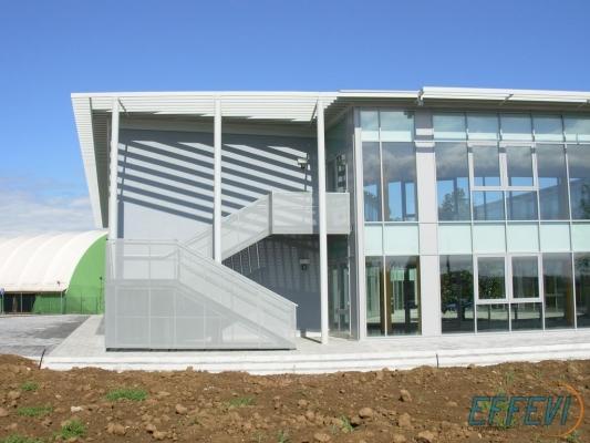 La scala antincendio esterna di Effevi si integra perfettamente con l'edificio