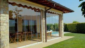 Infissi esterni in pvc alluminio o legno for Le belle vetrate scorrevoli