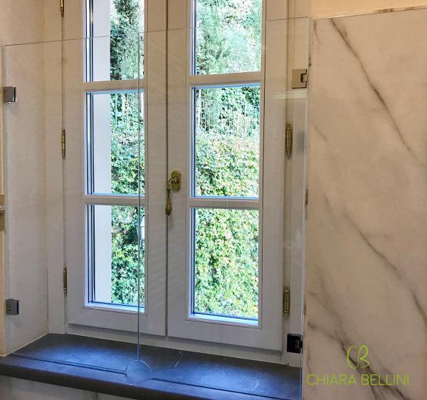 Proteggere la finestra all'interno della doccia