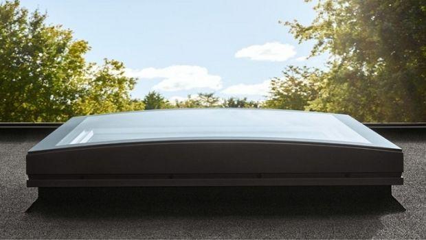Finestra per tetti piani con vetro curvo for Infissi velux prezzi