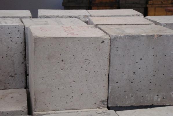 Provini del calcestruzzo per la verifica dei materiali da costruzione