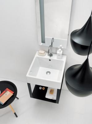 Piccolo e super organizzato: il bagno 2018, da Colavene