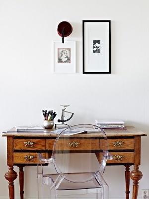 Abbinare uno scrittoio di antiquariato a una sedia di design, da Kartell