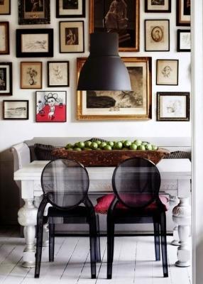 Tavolo classico con sedie moderne, da dailydreamdecor.com