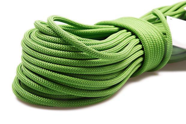 Usa dello spago spesso e resistente come alternativa alle corde per saltare in commercio