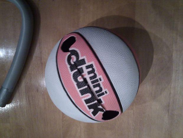 Kettlebell fai da te con un pallone da basket,  da instructables.com