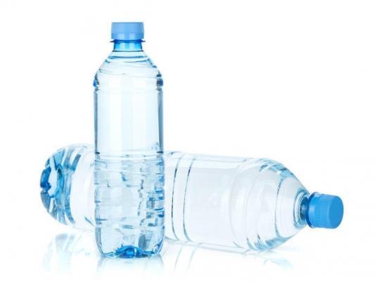 Le bottiglie d'acqua possono trasformasi in pesi fai da te