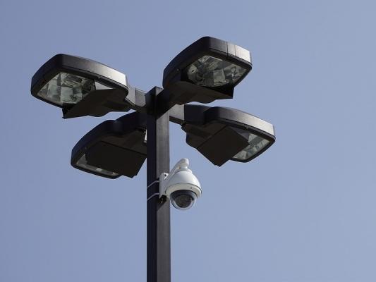 Videosorveglianza condominiale : telecamera rotante su palo