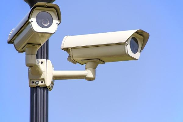 Videosorveglianza condominiale: doppia telecamera a campi sovrapposti