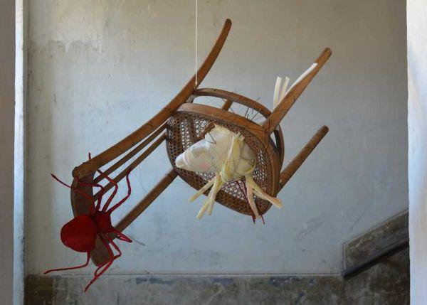 Mostra sulla sedia al Museo Plart: opera di Gerardo Di Fiore