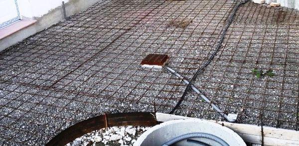 Pavimentazione in costruzione con rete elettrosaldata