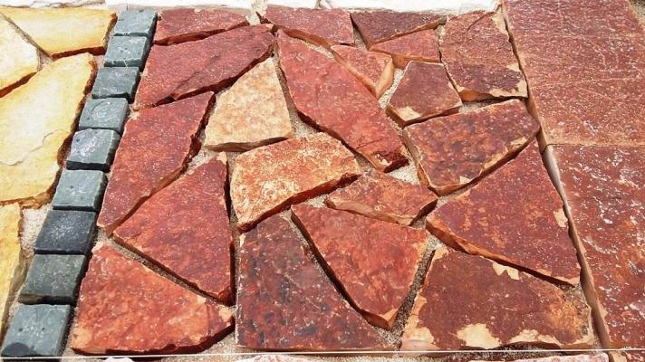 Pietra Ambiente: pavimentazione esterna in pietra rossa