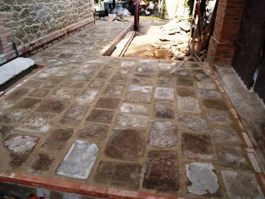 Pavimenti esterni in arenaria antica, realizzazione Impremar