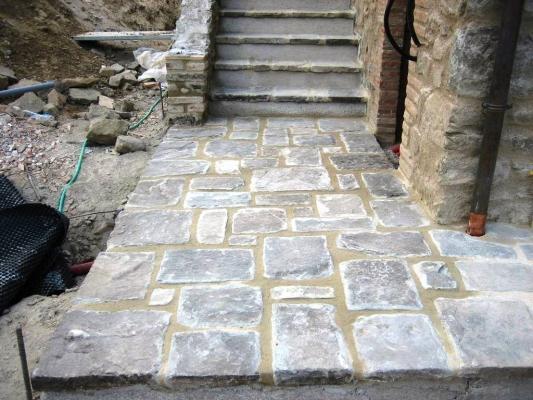Impremar pavimenti esterni in arenaria di recupero