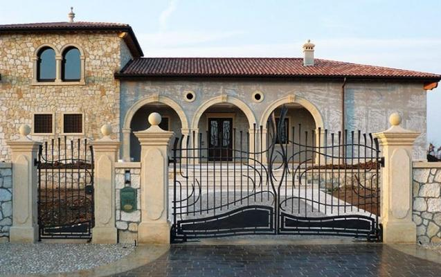 Cancello in ferro decorato per corte, realizzazione Tessaro