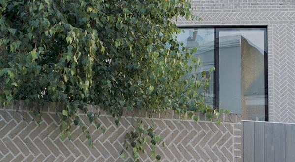 Muratura a spina di pesce a regola d'arte, Chan + Eayrs Architects