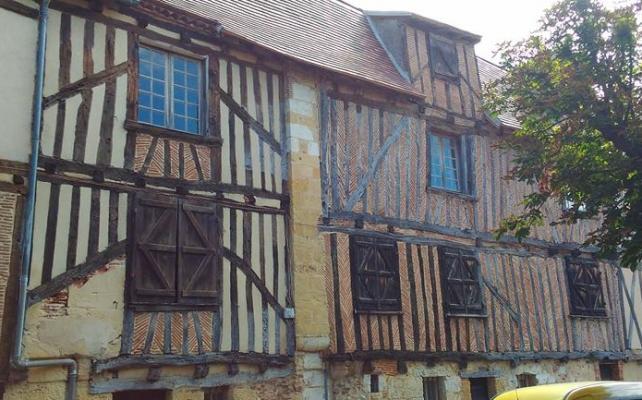 Francia: case medievali a graticcio con tamponamento in opus spicatum