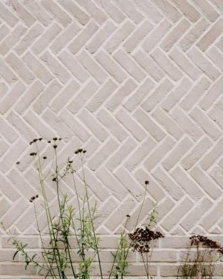 Opus spicatum nell'Herringbone House, Chan+Eayrs Architects